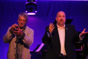 Jazz in den Ministergärten // Peter Kleiß (Saarländischer Rundfunk) und Thorsten Bischoff (Landesvertretung des Saarlands) (C) Landesvertretung des Saarlands