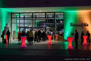 Berlin, DEU, 18.10.2019: Jazz in den Ministergärten 2019 - Landesvertretung Rheinland-Pfalz , Deutschland, Germany, Landesvertretung Rheinland-Pfalz, Berlin-Mitte, SCHILKE_20191018200756 [ Photo-copyright © Detlev Schilke, Postfach 350802, 10217 Berlin, Germany - Mobile: +49 170 3110119, photo@detschilke.de, www.detschilke.de - Jegliche Nutzung nur gegen Honorar nach MFM, Urhebernachweis nach Par. 13 UrhG und Belegexemplare. Only editorial use, advertising after agreement! Eventuell notwendige Einholung von Rechten Dritter, wie Persönlichkeits-, Eigentums-, Kunst- und Markenrechte, wird nicht zugesichert, falls nicht anders vermerkt. No Model Release! No Property Release! AGB: https://www.detschilke.de/terms.html ]